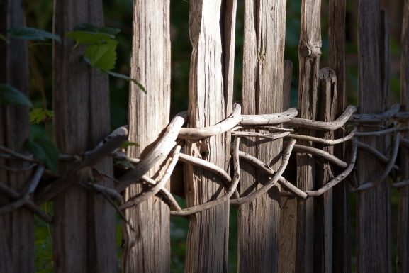 fence-1750305_1280